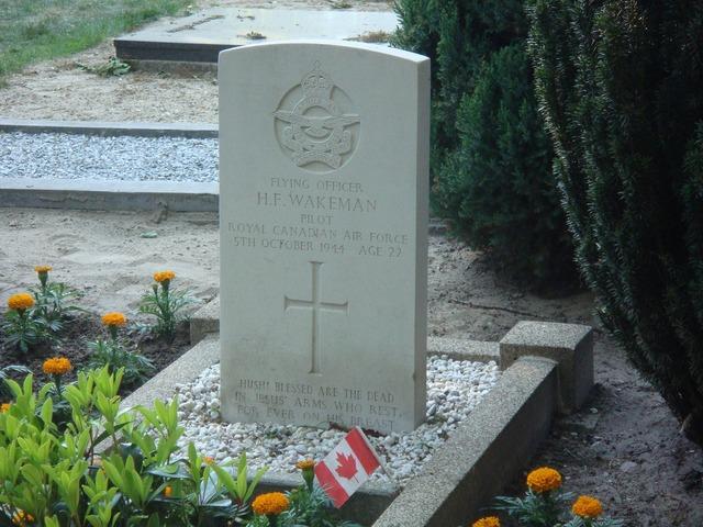 War grave pilot netherlands.