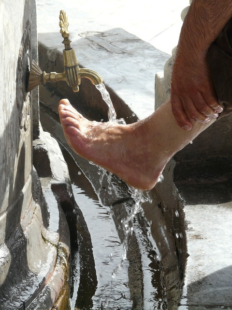 Washing ritual foot care.