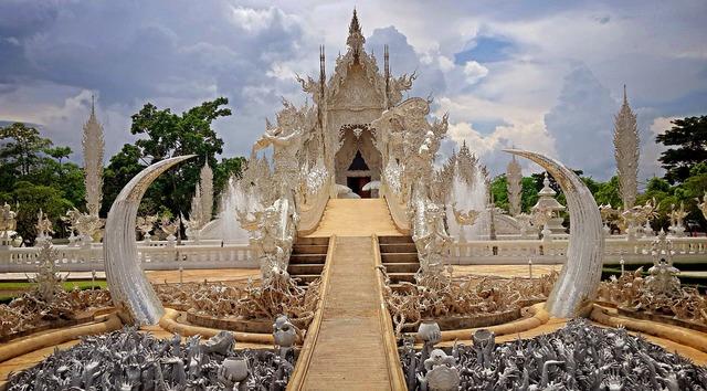 Wat rong khun chiang rai thailand.