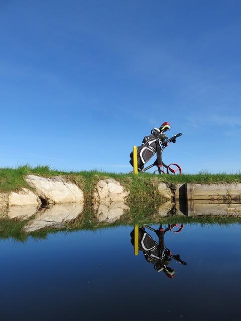 Water hazard golf course golf.