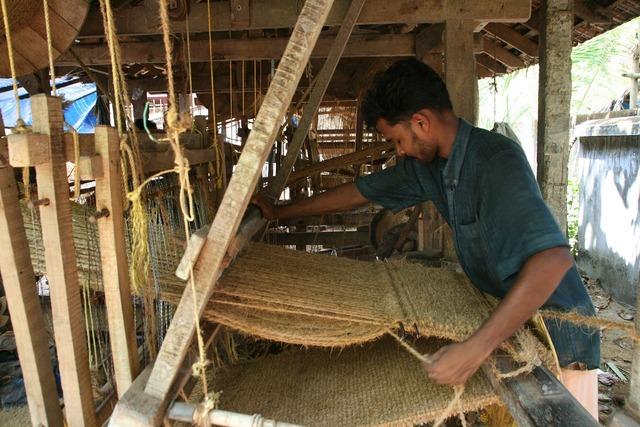 Weaving hand loom loom, industry craft.