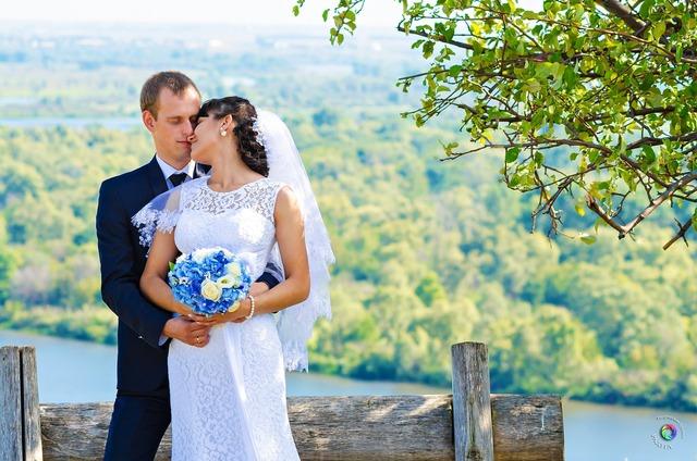 Wedding bride the groom, nature landscapes.