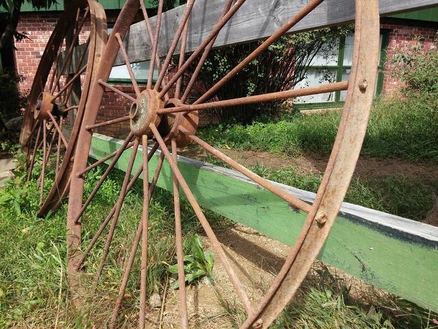 Wheel cart old.