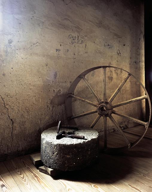 Wheel hammer millstone.