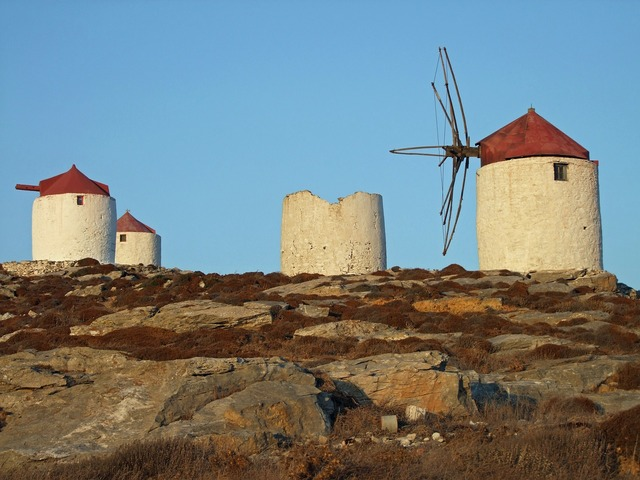 Windmills old mills, places monuments.