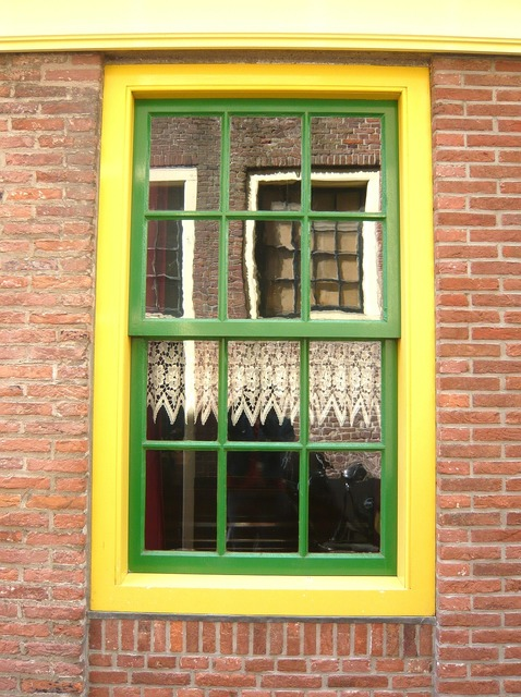 Window amsterdam yellow.