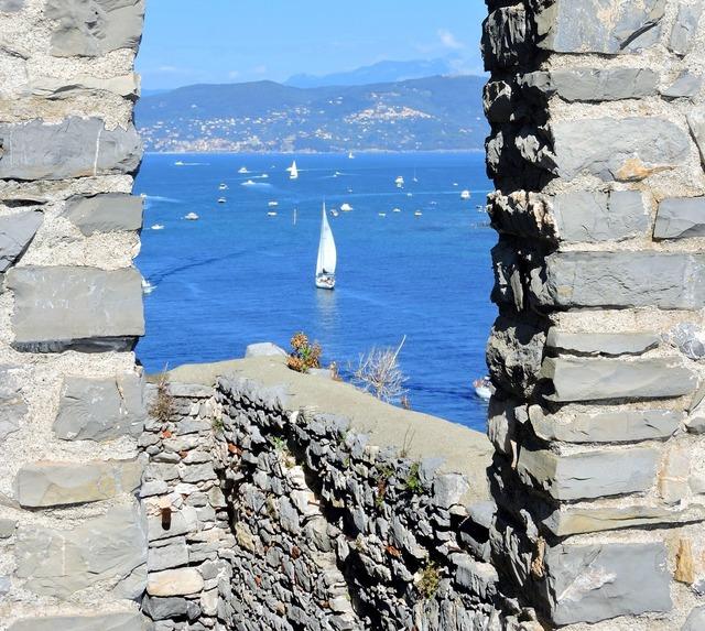 Window sea stone.
