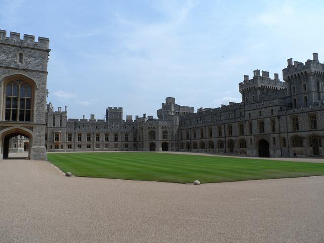 Windsor castle hof courtyard, architecture buildings.