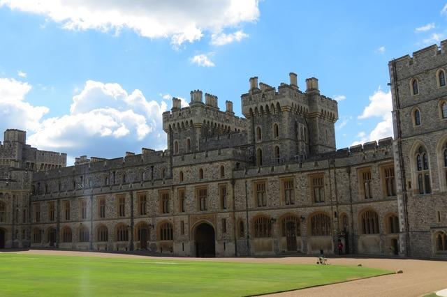 Windsor castle queen.