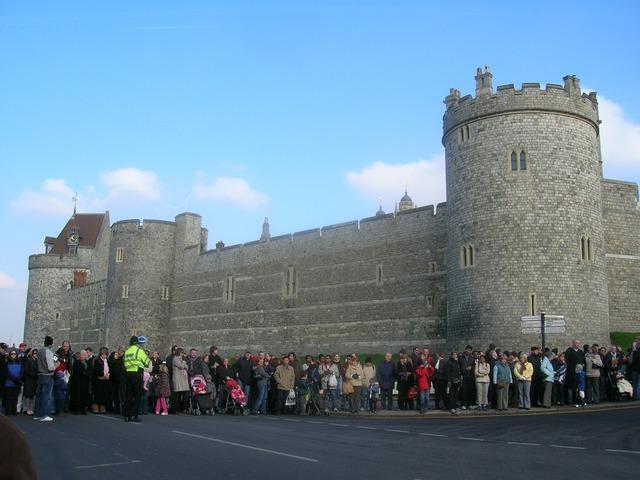 Windsor castle queen windsor, travel vacation.
