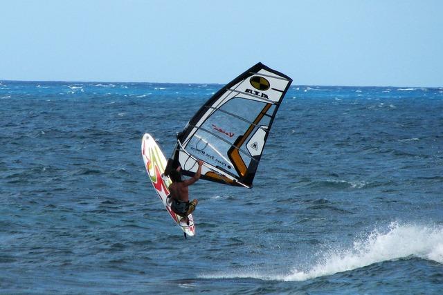 Windsurf summer sports.