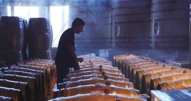 Wine barrel cask.