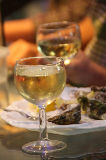 Wine oysters gourmet.