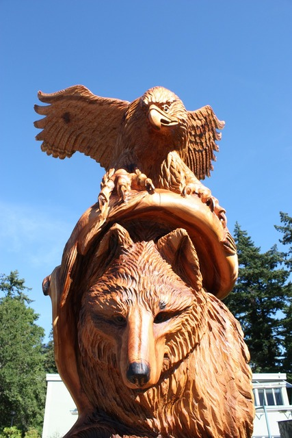 Wolf chainsaw wood carvings hope.