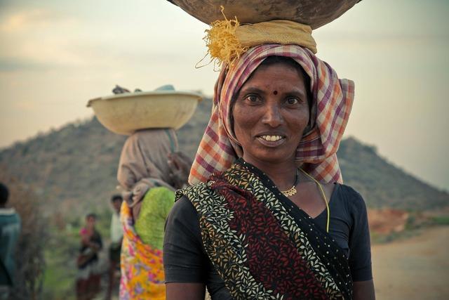 Woman carrying head, beauty fashion.
