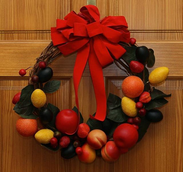 Wreath christmas fruit, food drink.