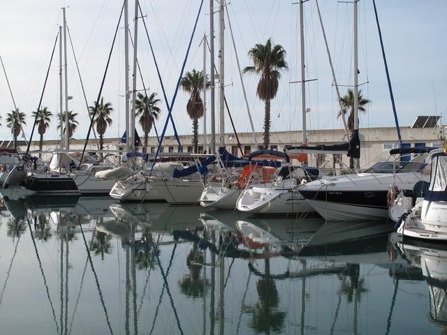 Yachts bay boats.