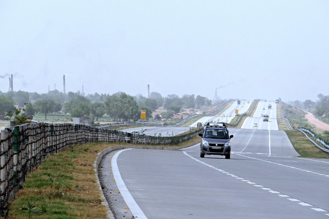 Yamuna expressway delhi-agra taj expressway, transportation traffic.