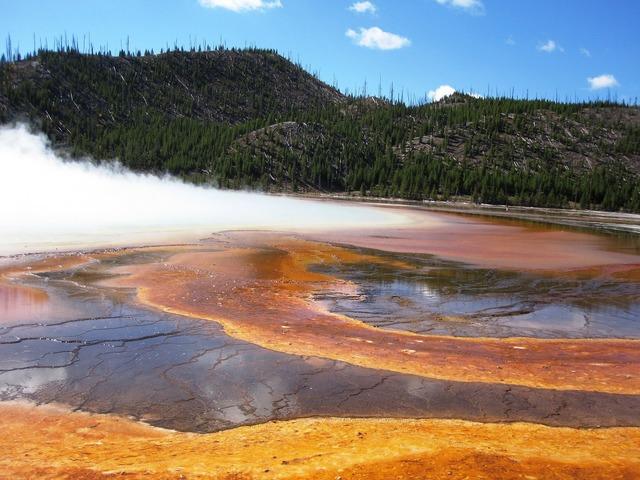 Yellowstone wyoming yellowstone national park.